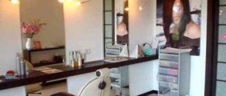 - 2 столика туалетных с зеркалом (цена одного – примерно 10 200 рублей),