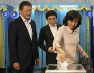 Она настолько непубличная, что о родственных связях сокурсники осведомились только после того как президент Казахстана посетил ВУЗ