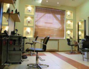 - 2 парикмахерских кресла (цена одного около 9 000 рублей),