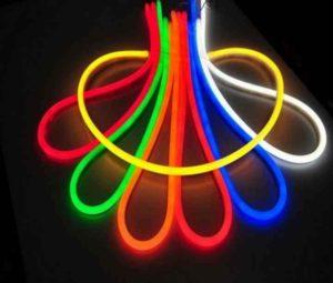 Наиболее популярными светящимися шнурками являются шнурки на батарейках