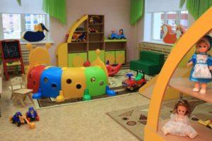 Дошкольные учреждения являются первыми, которые начинают посещать дети