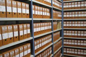 - для текущего хранения бумаг необходимо отдельное помещение;