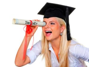 На специалиста нужно обучаться в течение 5 лет, а на бакалавра - 4 года.