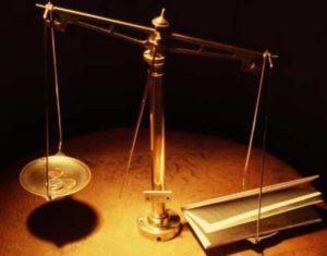 Значительную роль здесь играет Президент и Конституционный суд