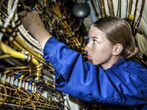 Как безопасно обустроить рабочее место электромонтера